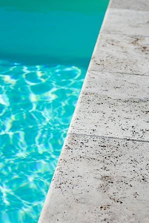Piscine de l 39 atlantide piscinier la r ole en sud for Piscine desjoyaux bazas